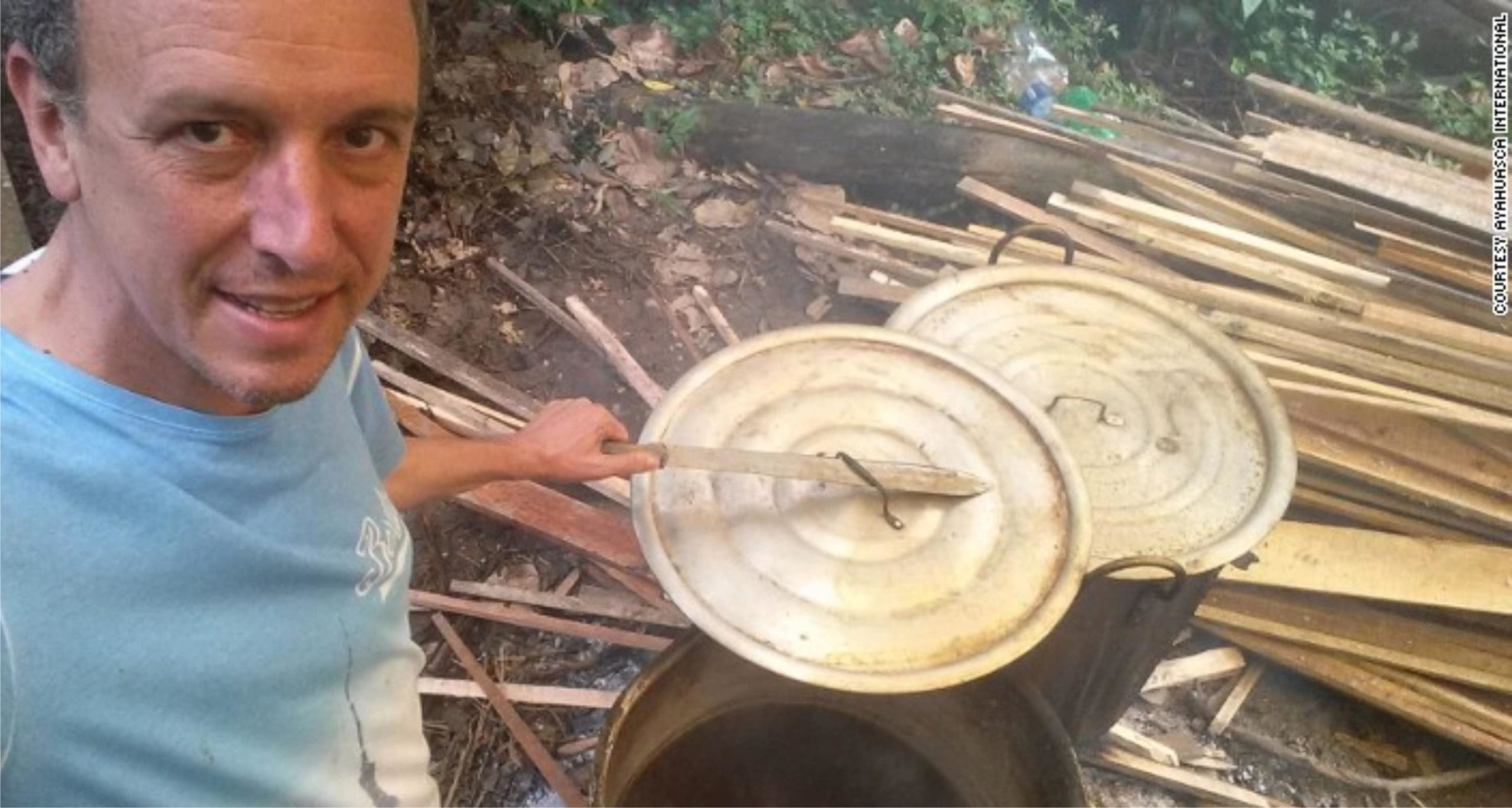 alberto cocinando ayahuasca